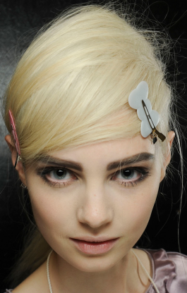 Marc-Jacobs-Spring-2013-Beauty-Brows