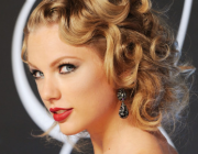 Taylor Swift Channels Old Hollywood Siren at VMAs