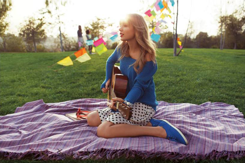 Taylor-Swift-Dazzling-Blue-Keds