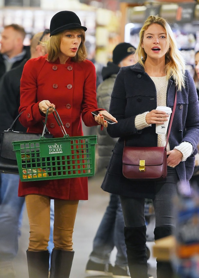 Taylor-Swift-Shopping-At-Whole-Foods