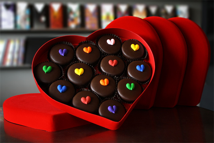 Valentines-Day-Chocolate-Compartes-Dipped-Oreo-Hearts